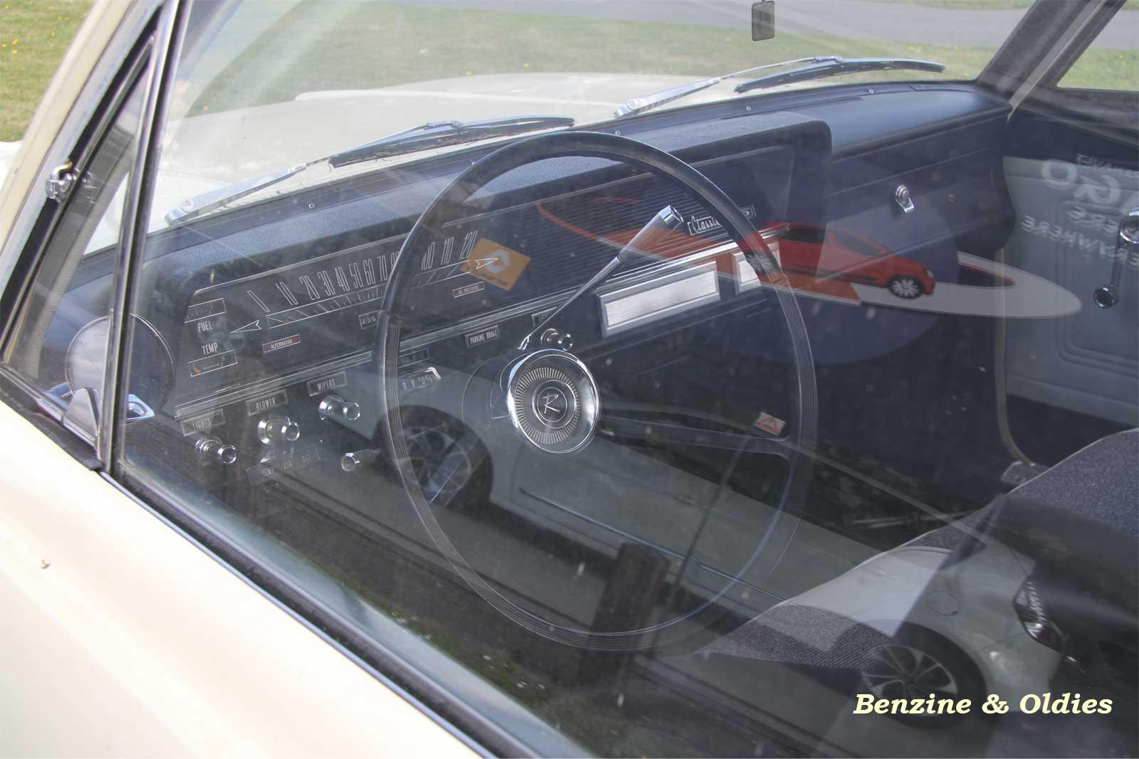 Une Renault Rambler 550 Classic coupé vue sur la route 662271rarmblerstreet08w1600