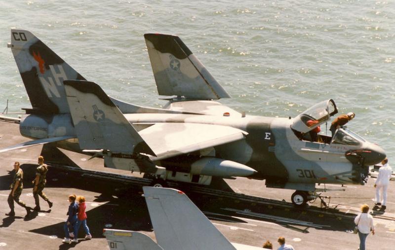 LTV A-7 Corsair II [NOUVELLE VERSION] 663383LTVA7ECorsairII15