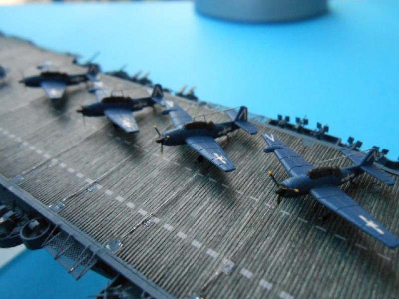Saratoga CV3  1/700 pont en bois/ PE 668260Sarafini010