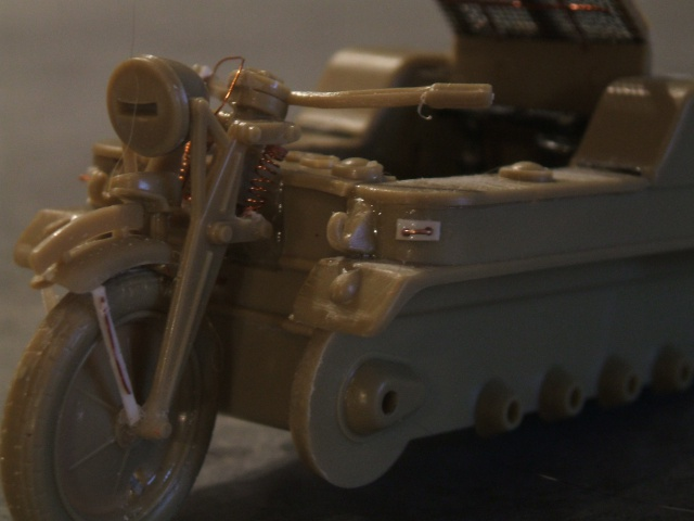 SdKfz 2 Kleines Kettenkraftrad [TAMIYA] [montage terminé] avec remorque transport de bombes [scratch] [terminé] 669102DSCF6876
