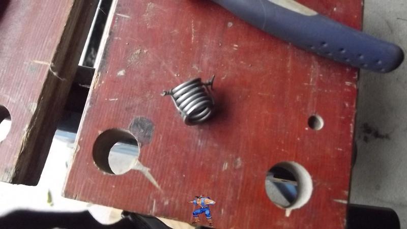 [BMW 316i E36 M40 1992] Tutoriel + photos freinage arrière tambours (résolu) 672002161Ressortfreintermin