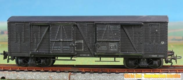 Wagons couverts à bogies zamak 683475VBcouvertBogiesTPUSzamacbrunIMG3542R