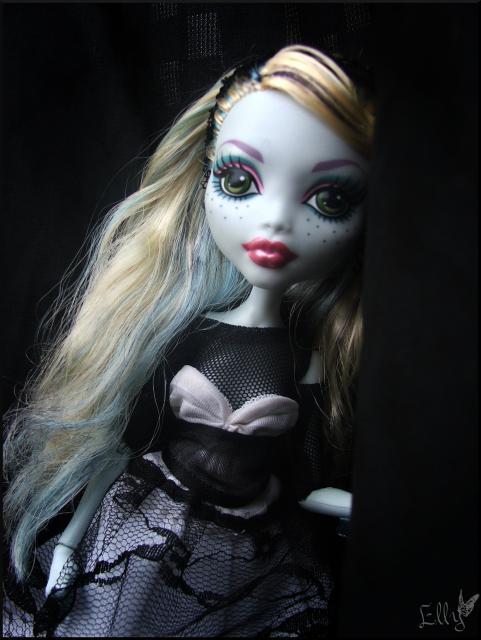 Monster High,  un uniforme d'écolière... 694157DSCF0228