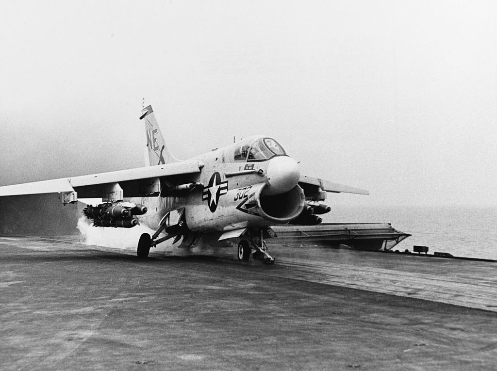 LTV A-7 Corsair II [NOUVELLE VERSION] 694994LTVA7ACorsairII15