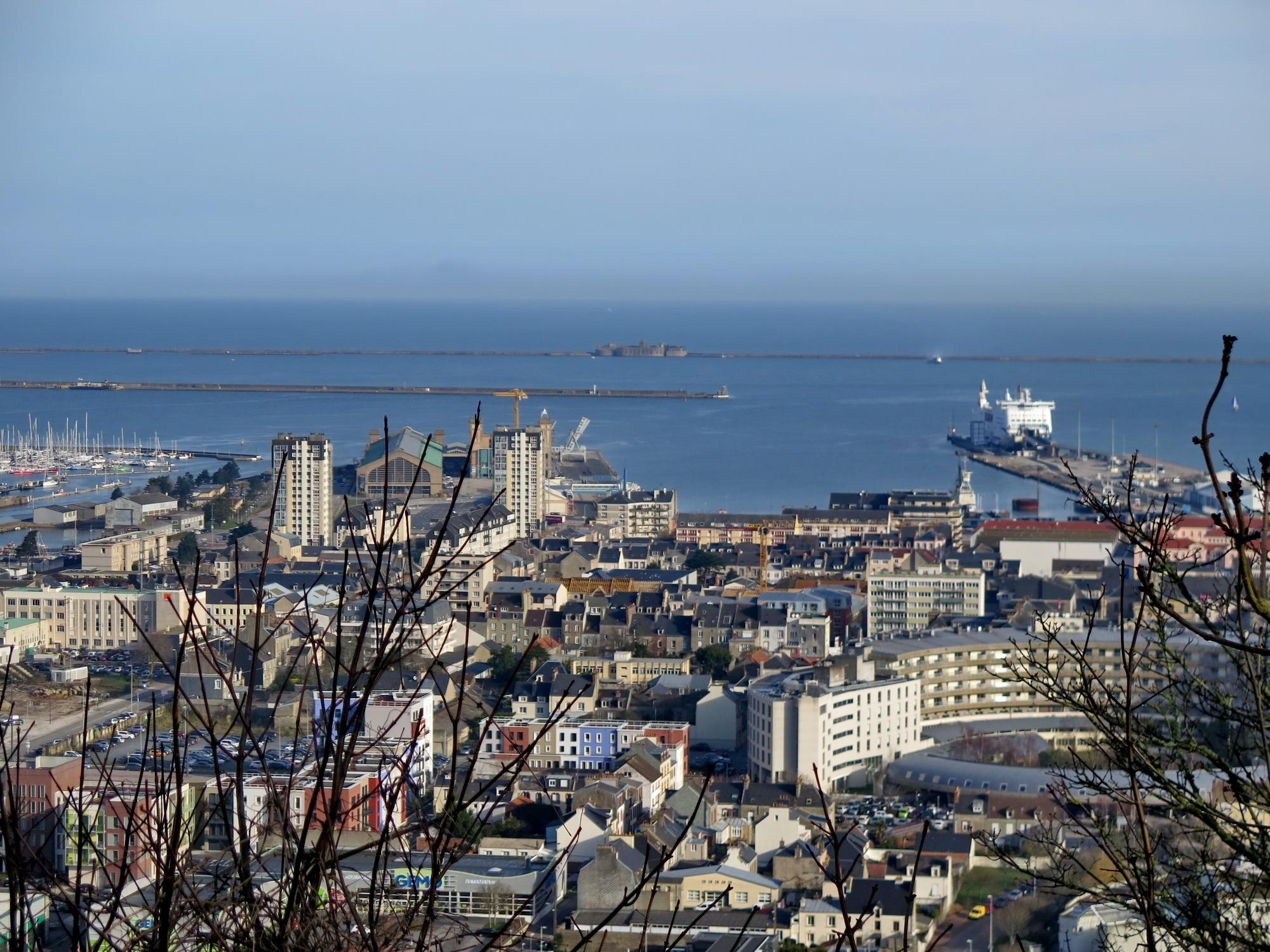[Activité des ports hors Marine] LE PORT DE CHERBOURG - Page 15 697164vendredicherbourg018