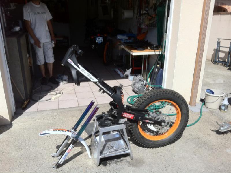 Préparation en cour de la moto de Luc  699207photo3