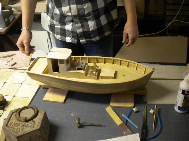 barque chalutiére au 1/20è d'après plans - Page 4 704133DSCN2223