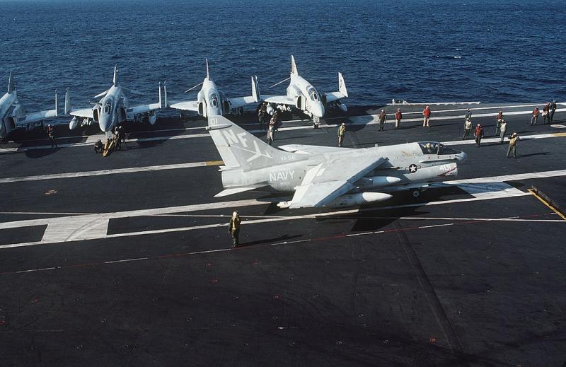 LTV A-7 Corsair II [NOUVELLE VERSION] 706334LTVA7ECorsairII87