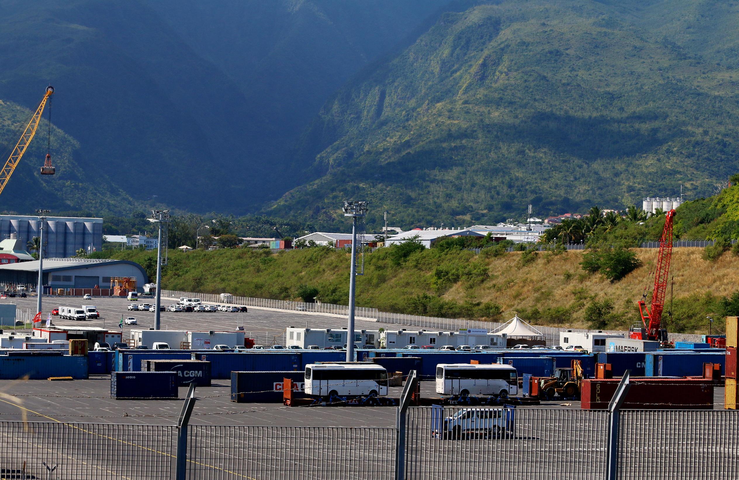 [Vie des ports] Les ports de la Réunion - Page 9 709053portest063