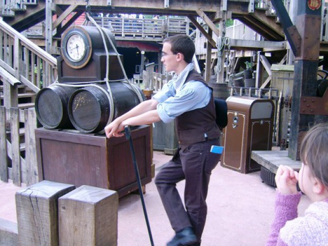 Les costumes des Cast members 711634BigThunderMountain