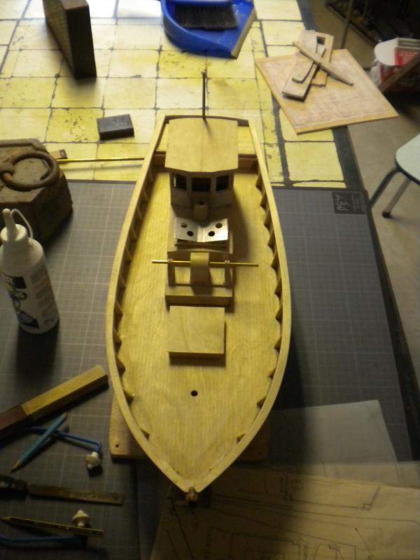 barque chalutiére au 1/20è d'après plans - Page 4 714498DSCN2222
