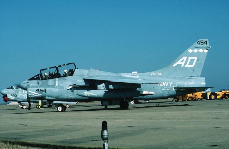 LTV A-7 Corsair II [NOUVELLE VERSION] 717977LTVTA7CCorsairII4