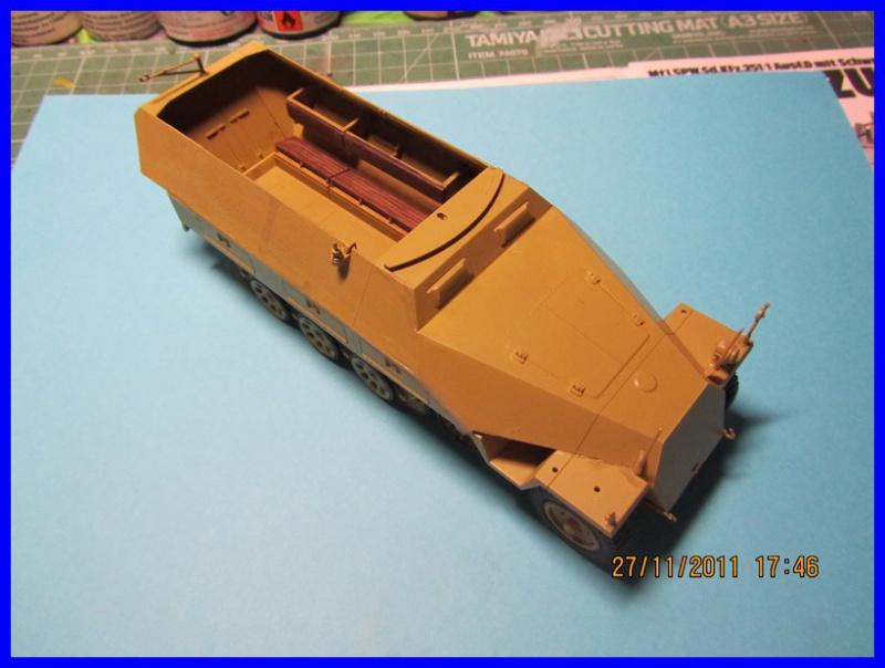 Mtl.SPW.Sd.Kfz.251/1Ausf.D mit Schwerer Wurfrahmen 40 STUKA ZU FUSS  1/35 de TAMIYA - Page 2 723748IMG0882800x600