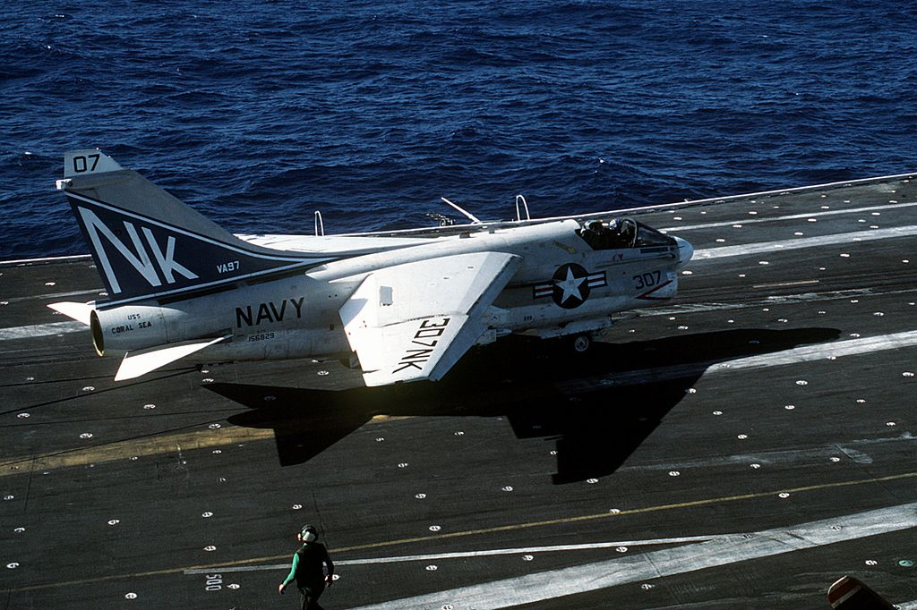 LTV A-7 Corsair II [NOUVELLE VERSION] 725931LTVA7ECorsairII105