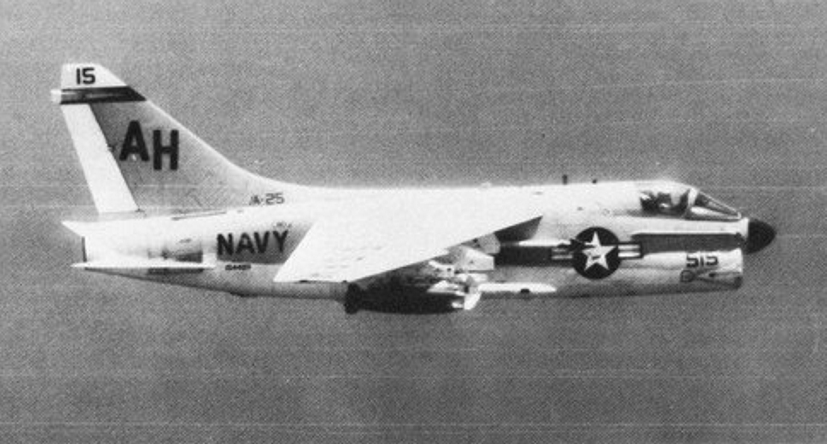 LTV A-7 Corsair II [NOUVELLE VERSION] 729038LTVA7BCorsairII7