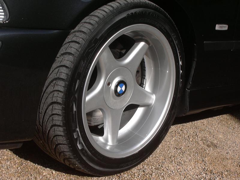 [BMW 530 d E39] Renaissance d'un Cosmos Schwarz Metallic 731109P1010107
