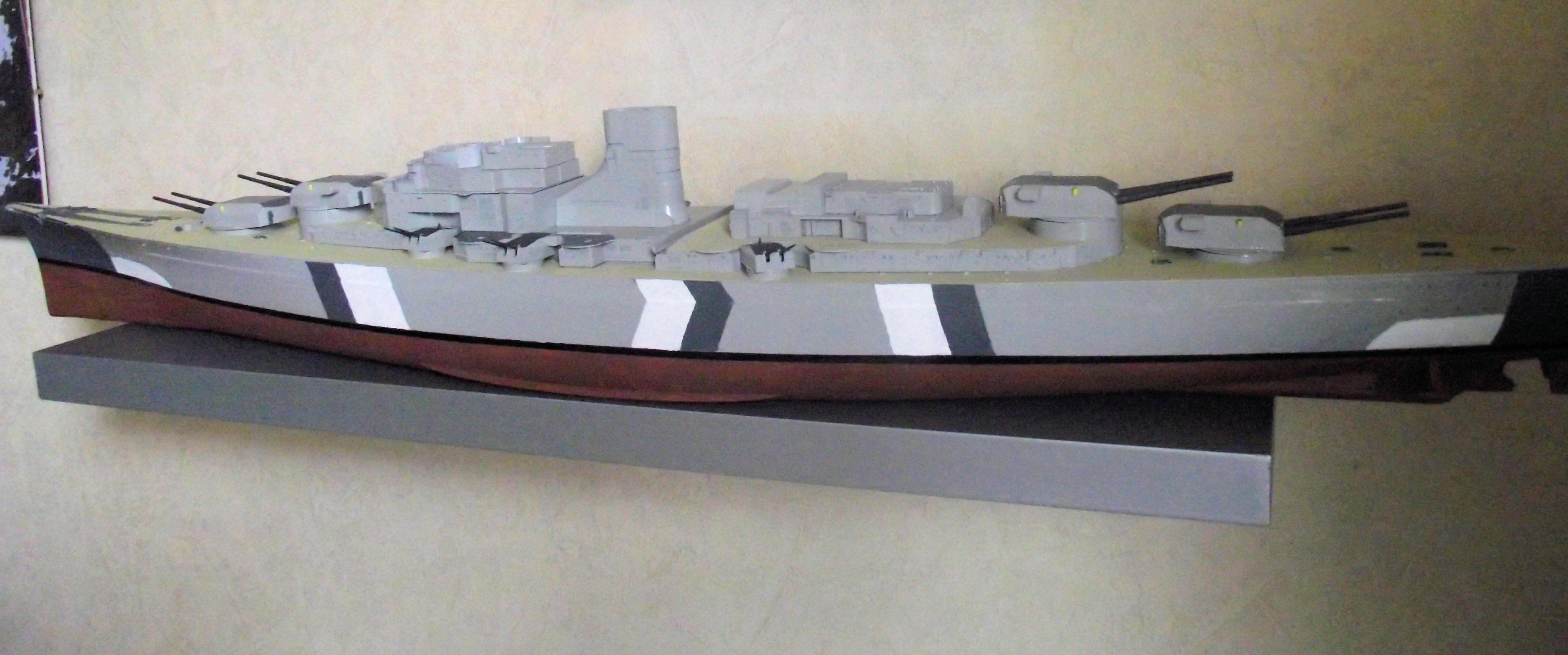 Bismarck au 1/200 Trumpetter  - Page 3 734805DSCF0788