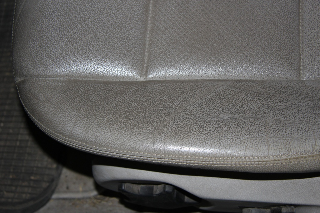 Pulizia Interni in Pelle - Mercedes C220 LETAMAIO 735938IMG1390