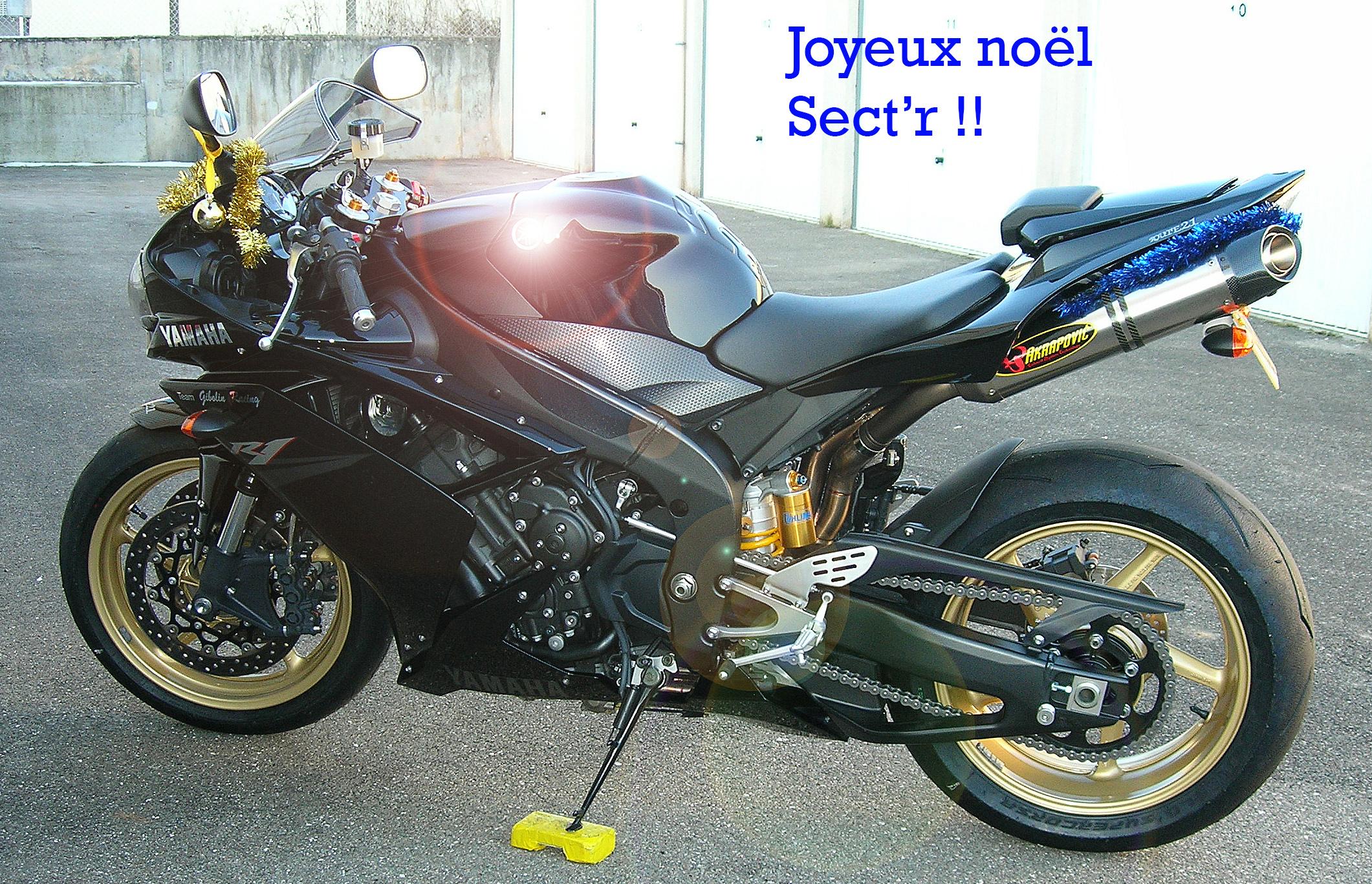 Ca vous dit un petit concours photo sur le thème de Noël et la moto ? 750529DSCN4537copier3
