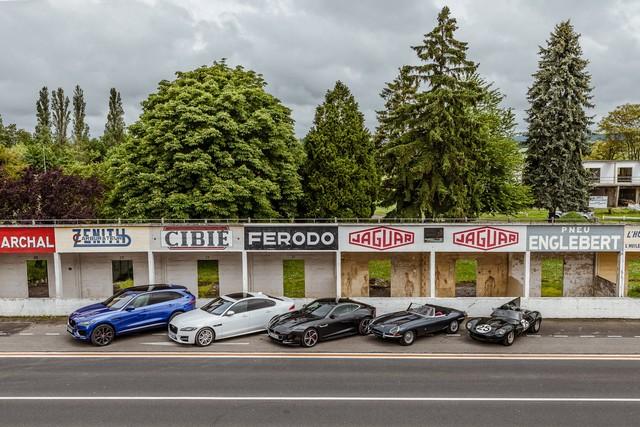 Les Jaguar XF, F-Pace et F-Type célèbrent les 60 ans de la victoire de la Type D aux 12 Heures de Reims Lors De La 22ème Edition De Sport Et Collection 751951IMG4655