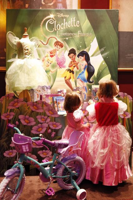 [DisneyToon] Clochette et l'Expédition Féerique (2010) - Page 9 753816AP_CLOCHETTE23