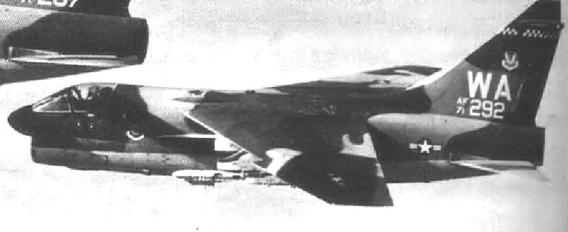 LTV A-7 Corsair II [NOUVELLE VERSION] 756378LTVA7DCorsairII123
