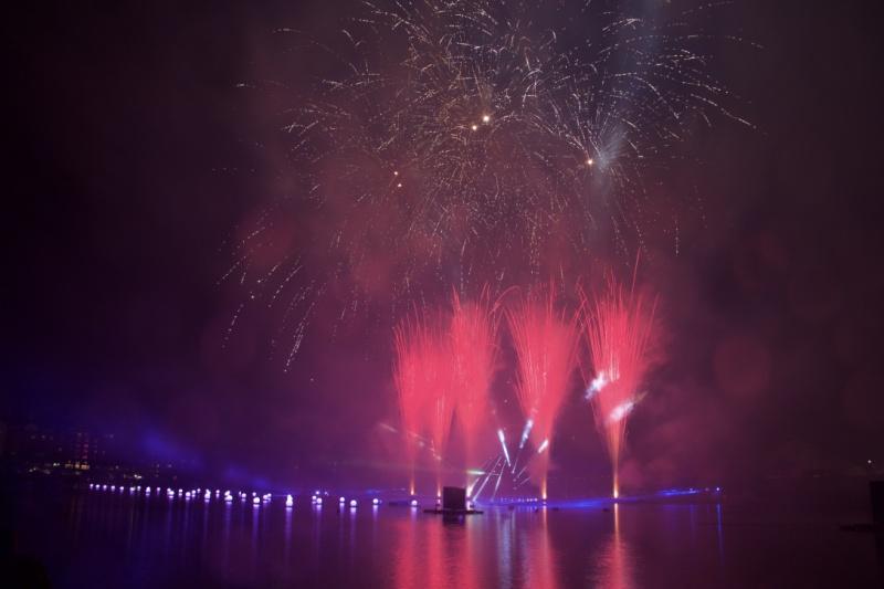 Les Feux Magiques de Disney - Disney's Magical Fireworks & Bonfire (Editions 2008 à 2016) - Page 11 757739thumbIMG57551024