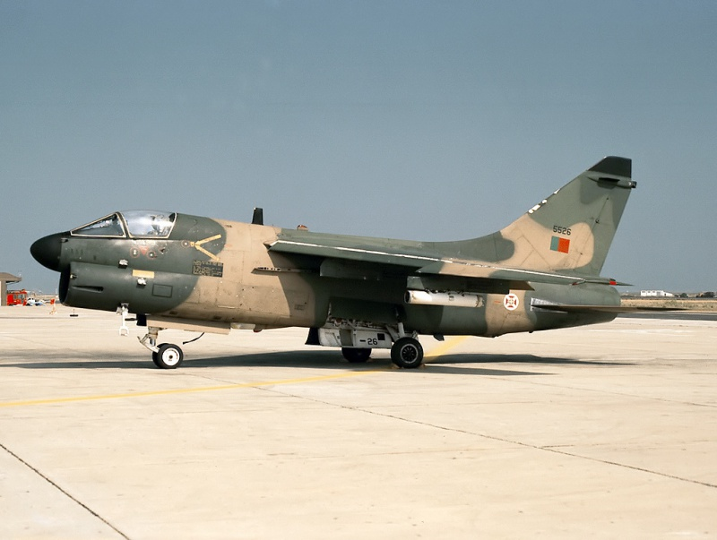 LTV A-7 Corsair II [NOUVELLE VERSION] 760190LTVA7PCorsairIIPortugueseAirForce5