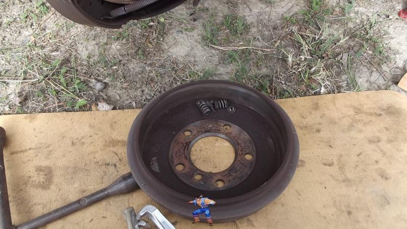 [BMW 316i E36 M40 1992] Tutoriel + photos freinage arrière tambours (résolu) 7666198Tambourdmont