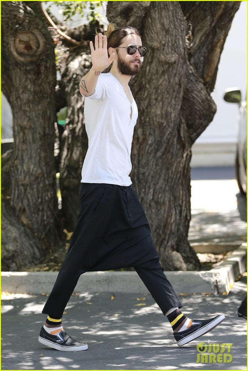 Jared Leto - Beverly Hills 15 Mai 2014 [photos]  779822jaredletocanmakedropcrotchpantsthenewtrend01