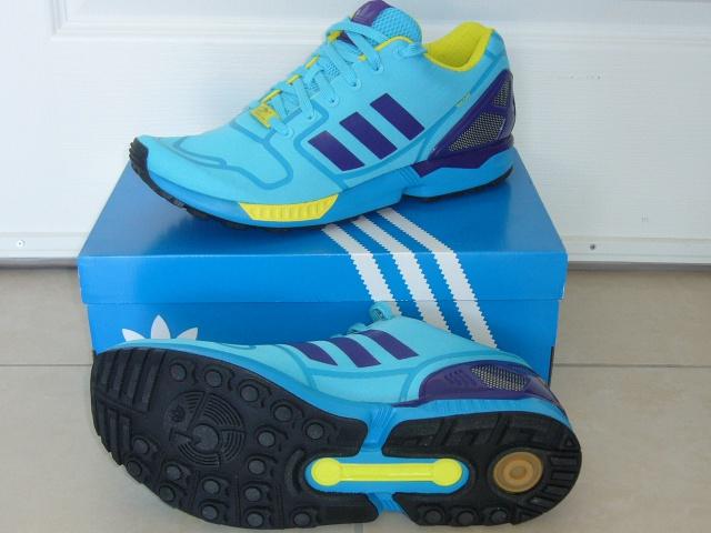 Sneakers aux pieds ? 788751P1090058