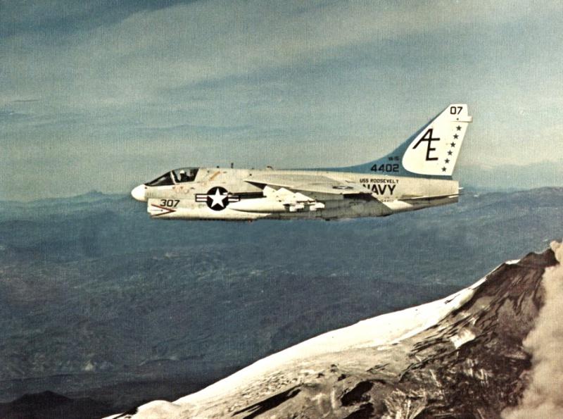 LTV A-7 Corsair II [NOUVELLE VERSION] 791957LTVA7BCorsairII6