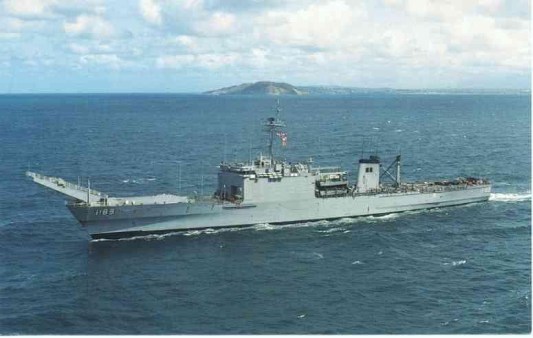 LANDING SHIP TANK (LST) CLASSE NEWPORT  802175USSSanBernardinoLST1189