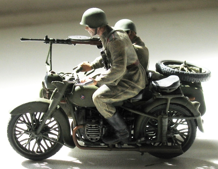 Moto URAL M-72- ZVEZDA 3639 - 1/35 (terminée) 809795modles113003