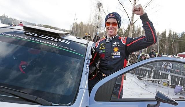Hyundai Motorsport signe un spectaculaire podium en Suède avec Thierry Neuville 810083132808Neuville02SWE15sv160