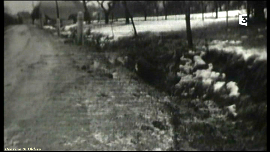 très rares photos de l'accident de Johnny Hallyday et Sylvie Vartan le 20 février 1970 à bord d'une Citroën DS 810565citroendscrashjohnny09