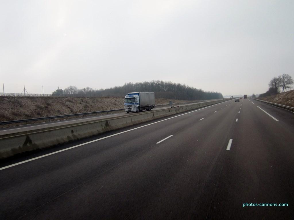 E.F.E (Euro Fret Express) (Villiers en Lieu) (52) 811560Photoscamions01III2013022Copier