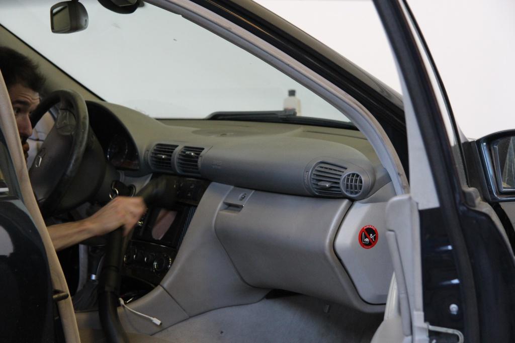 Pulizia Interni in Pelle - Mercedes C220 LETAMAIO 812986IMG1396