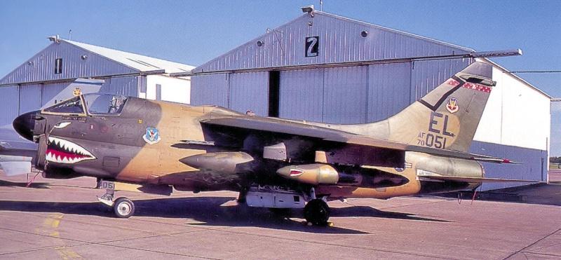 LTV A-7 Corsair II [NOUVELLE VERSION] 815591LTVA7DCorsairII78