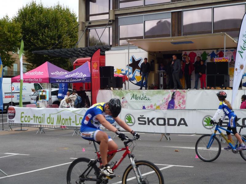 quelques autos au tour cycliste international de L'Ardèche  816709tourcyclisteardche2017le1009012