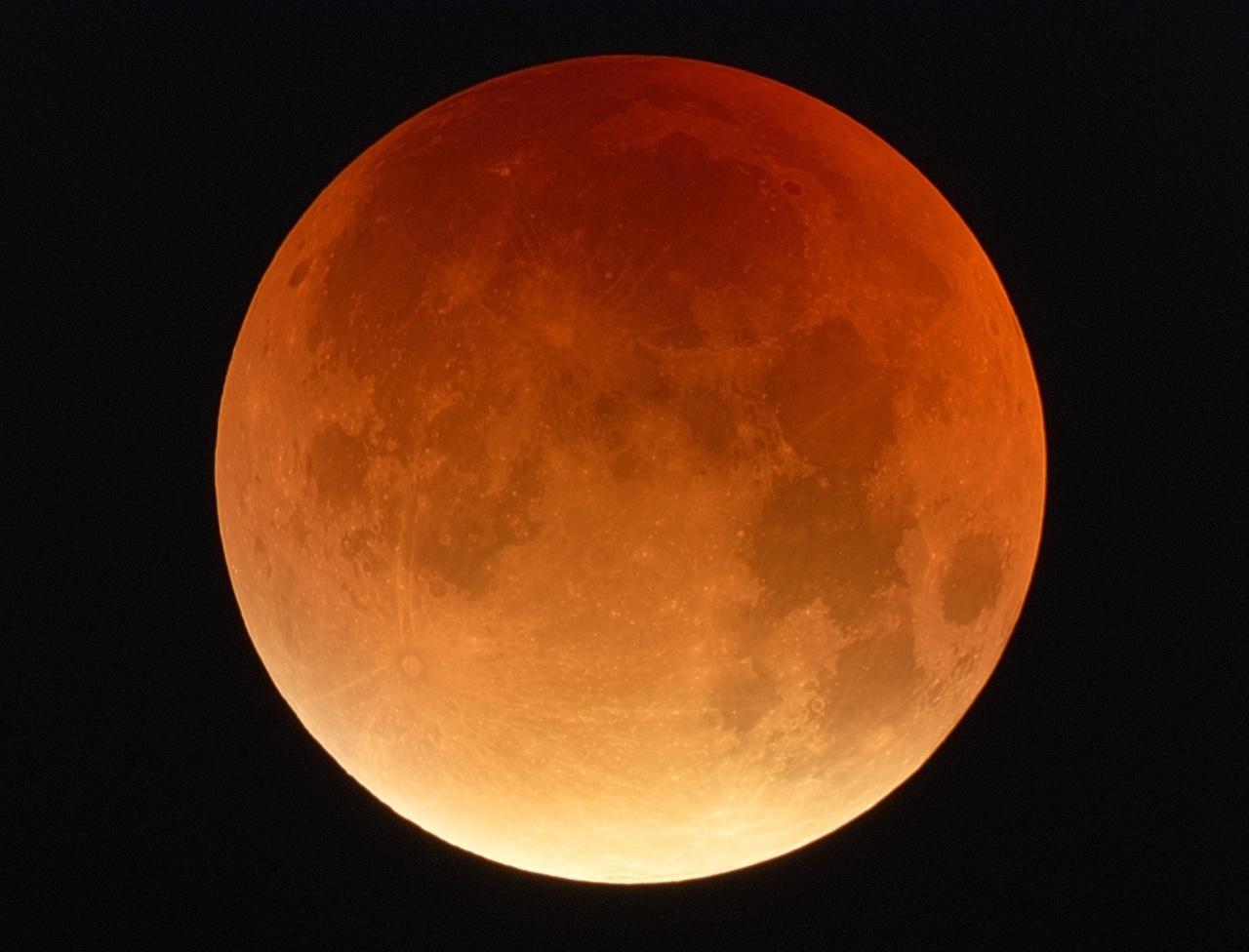 "Eclipse totole de Lune ""made in Sud Ouest"" ... 817478EclipseluneRVBMF"