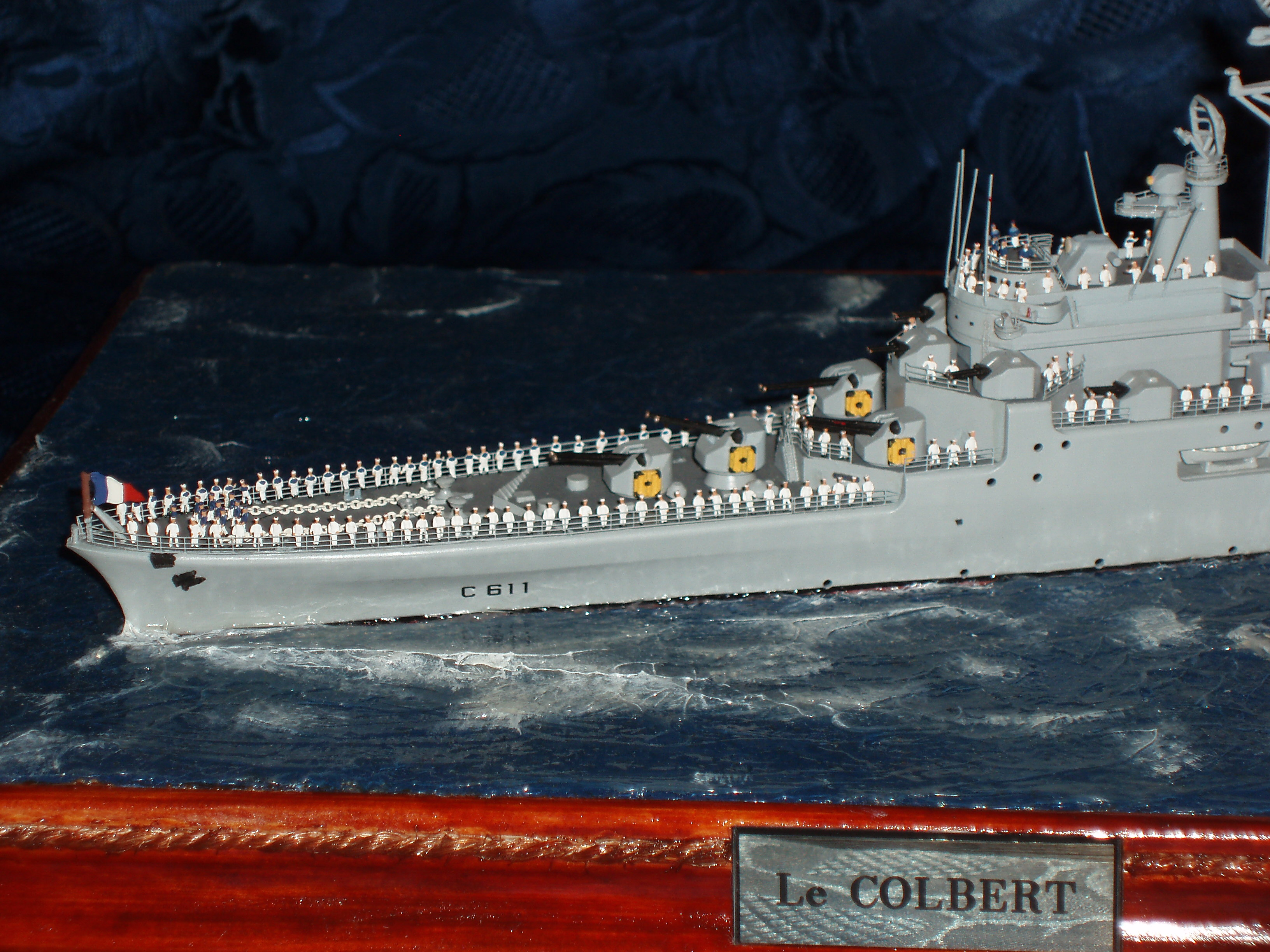 Le Croiseur COLBERT, Heller 1/400 +photodecoupe + resine 81923079s7