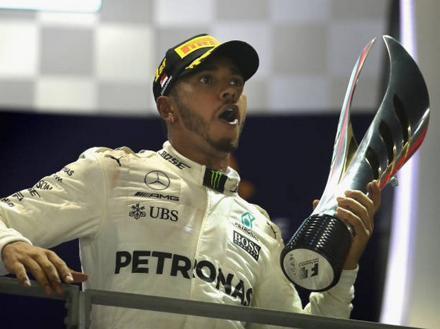 F1 GP de Singapour 2017 : Victoire Lewis Hamilton  819930848389794