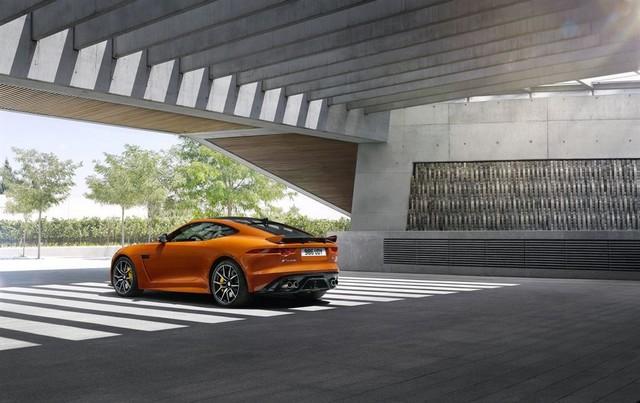 Nouvelle Jaguar F-TYPE SVR : La Supercar Capable D'atteindre 322 km/h Par Tous Les Temps 824658JAGUARFTYPESVR03COUPELocationLowRes