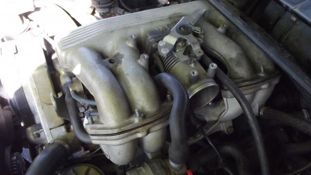 [BMW 316 i E36] Réparation d'une fuite d'essence moteur 82876420bisvuemoteuradmission