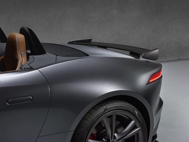 Nouvelle Jaguar F-TYPE SVR : La Supercar Capable D'atteindre 322 km/h Par Tous Les Temps 831725JAGUARFTYPESVR57CONVERTIBLEStudioDetailLowRes