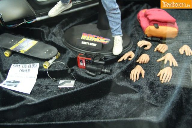 HOT TOYS - Back to the Future - Marty McFly 834251sdcc2014hottoysbooth72