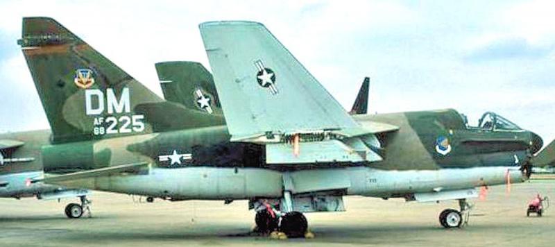 LTV A-7 Corsair II [NOUVELLE VERSION] 834400LTVA7DCorsairII31