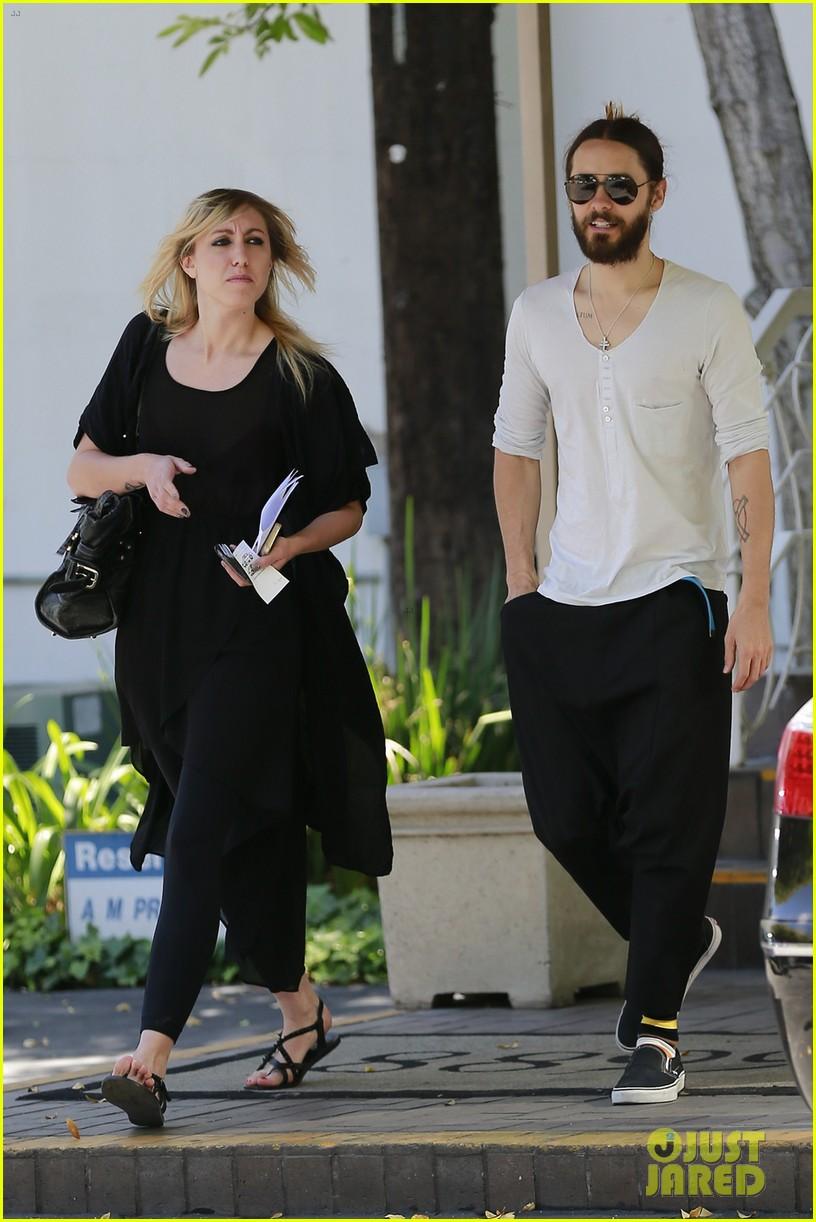 Jared Leto - Beverly Hills 15 Mai 2014 [photos]  835680jaredletocanmakedropcrotchpantsthenewtrend03