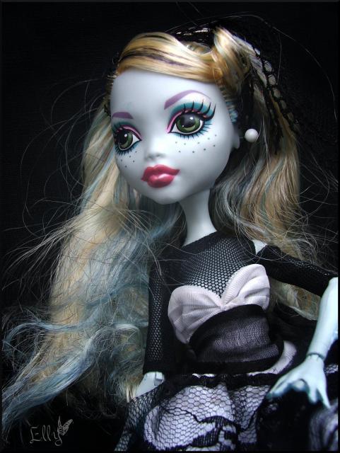 Monster High,  un uniforme d'écolière... 836450DSCF0237